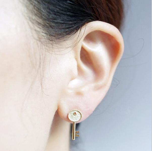 La dernière tendance minimalisme bijoux en acier inoxydable de l'or et l'argent amour petite serrure et la clé de vos boucles d'oreilles coeur sont des femmes