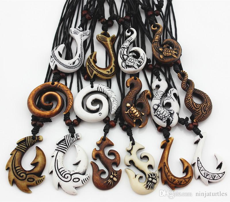 Großhandelslos mischte hawaiischen Schmucknachahmung Knochen geschnitzt NZ Maori Fisch-Haken-Anhänger-Halsketten-Halsband-Amulett-Geschenk MN542