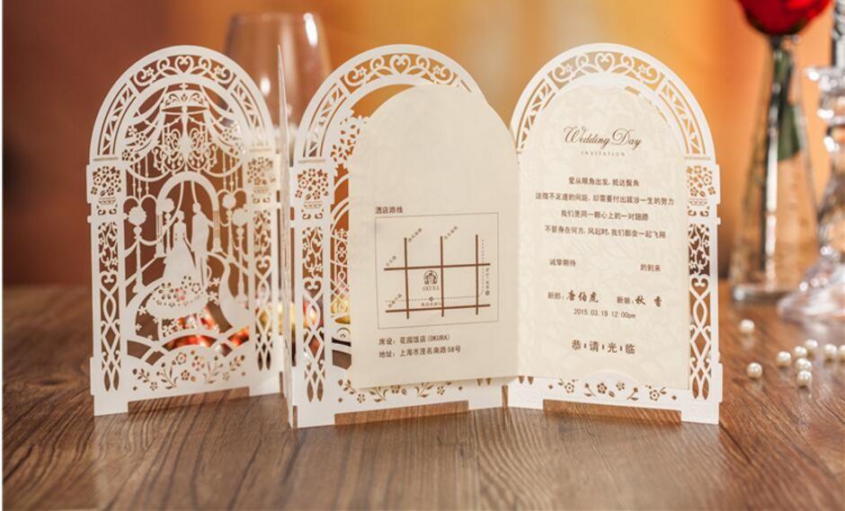 Zarif 3 Katlanmış Hollow Düğün Davetiyeleri Beyaz Kırmızı Düğün Aksesuarları Ücretsiz Nakliye Için Zarf Ile 50 Parça