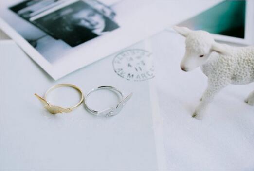 Color mezclado al por mayor e / mucho de promoción hermosa joyería de moda anillo de anclaje envío gratis