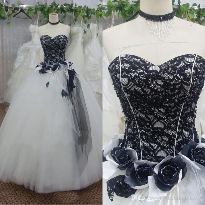 c4628aa7dc Compre Impresionantes Vestidos De Boda Blanco Y Negro Del Victorian Del  Vestido De Bola Vestidos De Novia Gótico Del Amor De Los Granos Escote De  Encaje ...