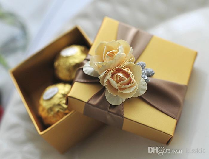 Boîte à bonbons Golden élégante avec des boîtes de fête de fête de cadeau de mariage rose et ruban