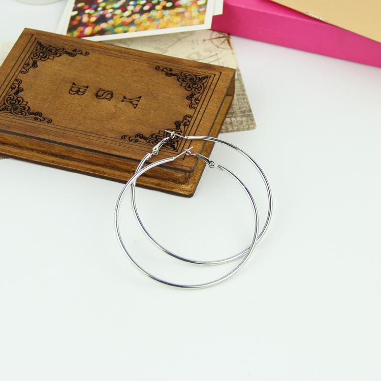Nueva moda Charm Ear Ear Earings accesorios de joyería simple Earing Hoop Huggie Smooth Circle pendientes plata oído Acc Eardrop 30 40 50 60 mm