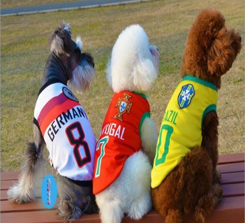 Compre Mascota Perro Gato Camiseta De Fútbol Ropa Para Mascotas De Lujo Ropa  Linda Mascota Chaleco Abrigo Mascota Trajes De Perro Mascotas Perro  Camisetas ... 1f6229675a43e