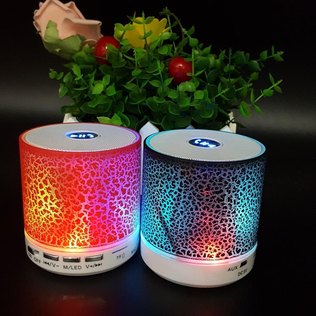 Altoparlanti Bluetooth A8 portatili colorati Altoparlanti Bluetooth con radio FM Nero Bianco Rosso Blu Alta qualità