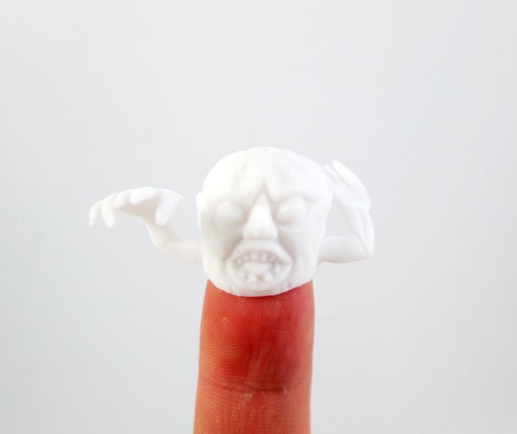 100 pz / lotto divertente colorato dito burattino raccontare storie di Halloween divertente giocattolo giocattolo figura di azione