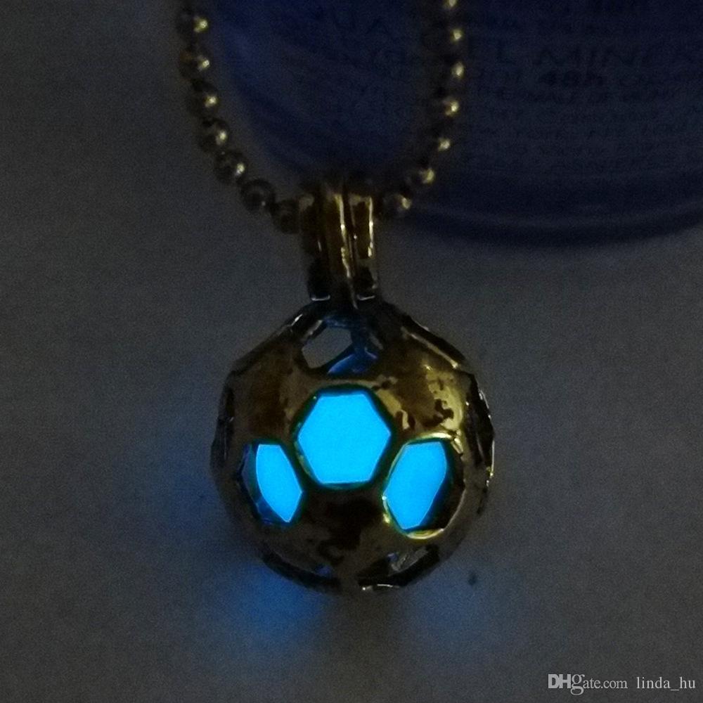 Calda collana da calcio luminosa hollow antichi ornamenti in oro pendenti in rame verde blu luminescente verde uomini e donne