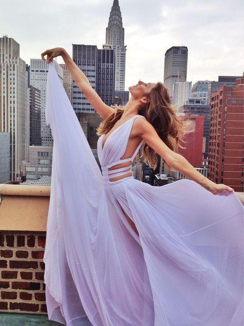 Sexy scollo a V Prom Dresses Una linea Split Evening Party Dress Cut Out Chiffon Abiti da ballo bianco Abiti da spiaggia vestido de festa longo