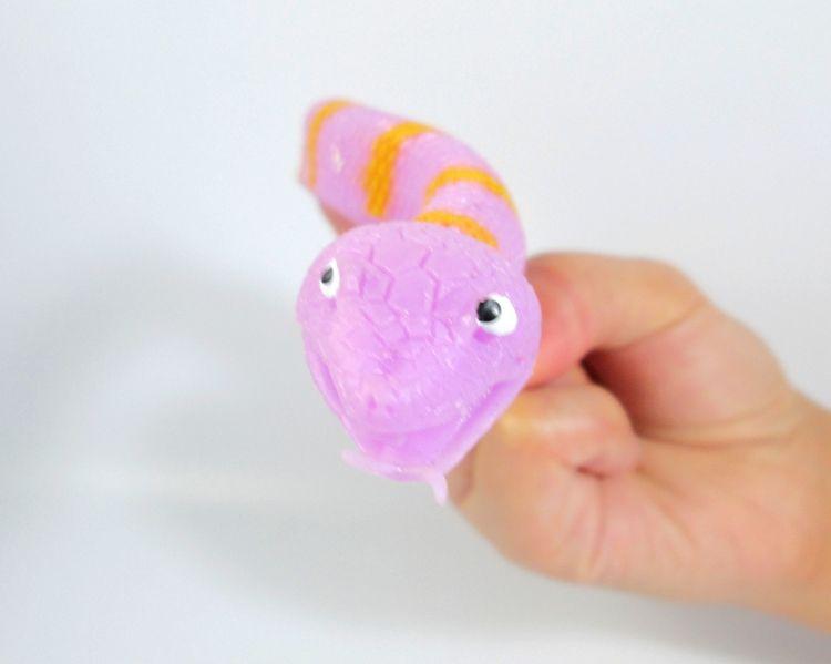 Nueva Llegada 24 Unids / lotNovelty TPR The Snake Finger Puppet Toys Juguetes divertidos para el regalo de la fiesta de Halloween