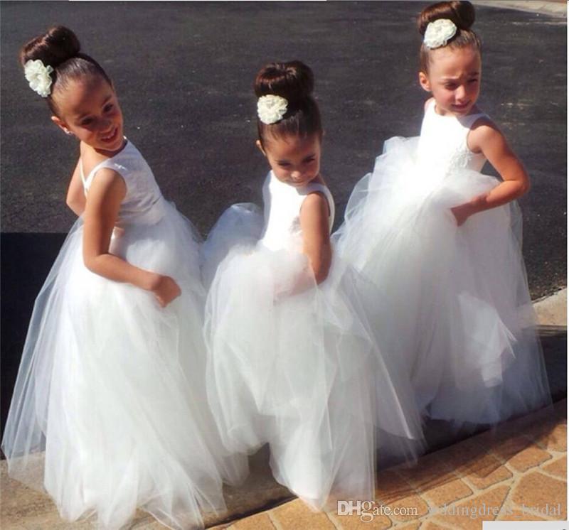 Abiti da Comunione 2019 Vestido De Daminhas Bianco Tulle Una linea a buon mercato Abiti da ragazza a fiore con schiena aperta