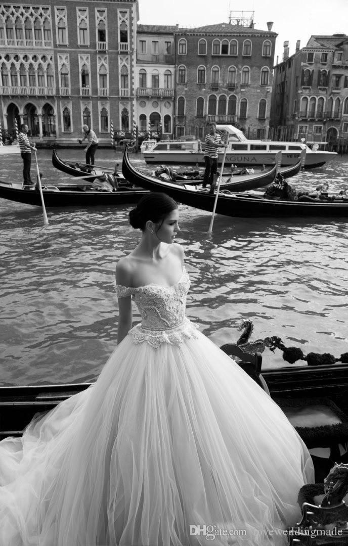 2017 فريدة من نوعها معطلة الكتف درور الخرز فساتين الزفاف خط الرباط اللؤلؤ تول ثوب الزفاف الطابق طول إنبال