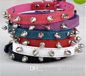 Großhandels-Freies Verschiffen-schicke Haustier-Katzen-Hundeduft-Kragen Spiked verzierte Bügel-Kragen-Schnallen-Ansatz PU-Leder-Haustier-Produkte