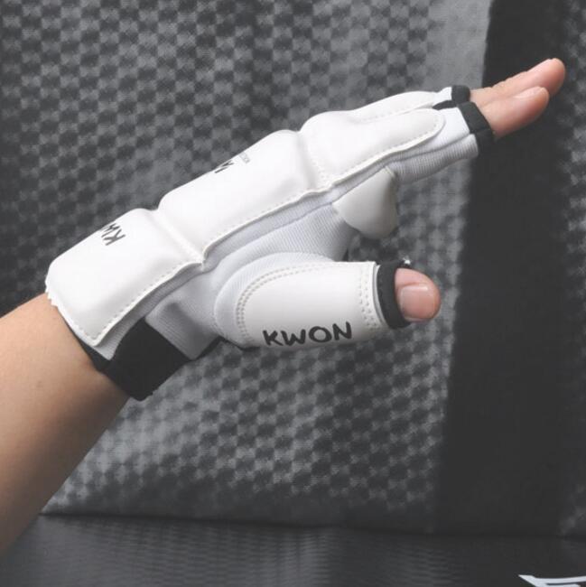 Wholesale Half Fingers Kids Adults Sandbag Punch Training Boxing Gloves Sanda Karate Muay Thai Taekwondo Protector