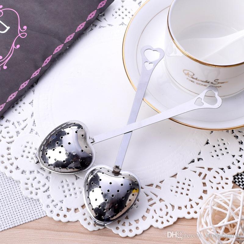 Hjärtformad Tea Infuser Mesh Ball Rostfritt Strainer Herbal Locking Tea Infuser Sked Filter DHL FedEx Gratis