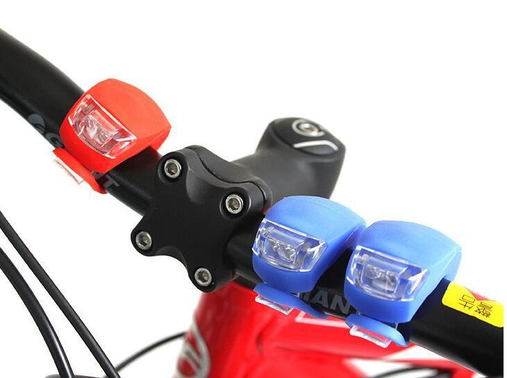 Silicone Vélo Vélo Tête Avant Roue Arrière LED Flash Bicycle Light Lamp noir / rouge comprennent la batterie Livraison Gratuite