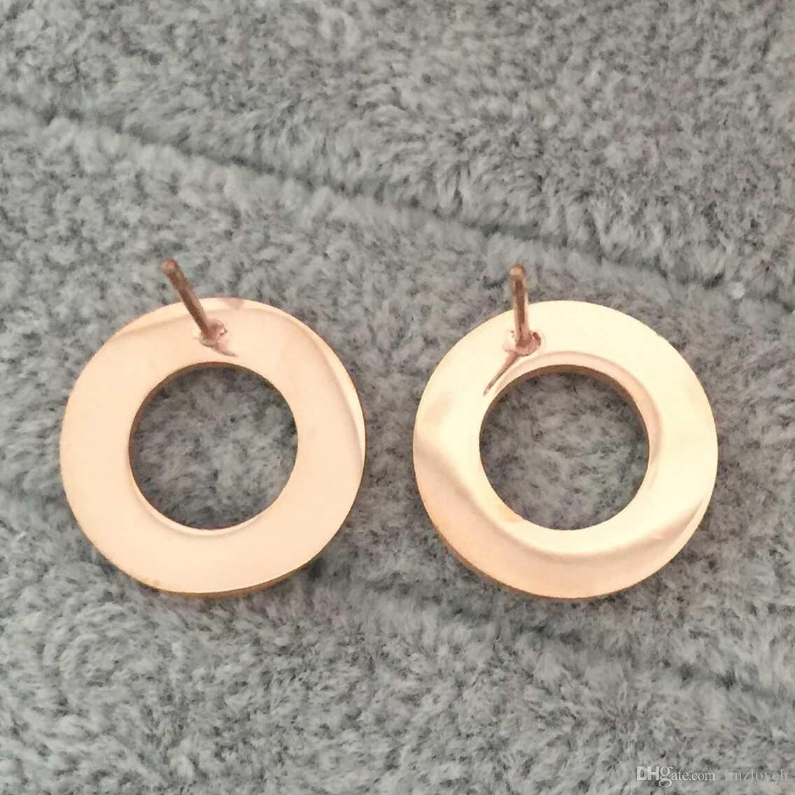 Alta calidad Famous Brand Jewelry Fashion 316L estilo de acero inoxidable de lujo chapado en oro Stud Stud para hombres mujeres