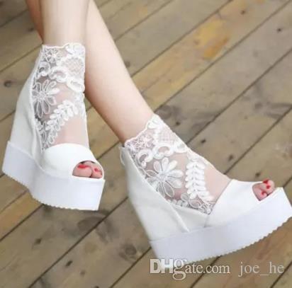 Novas Mulheres 2017 Rendas Sandálias Sapatos Menina Grande Sapatos de Salto Alto-Sapatos de Salto Alto À Prova D 'Água Senhora Moda Sexy Boate