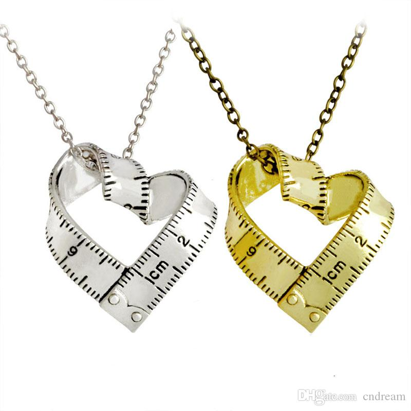 7fb88036f83d Compre Trenzado Gobernante Corazón Collar Plata Bañado En Oro Escala Cinta  Métrica Acero Amor Corazón Colgantes Mujer Madre Joyería De Moda Envío De  La Gota ...