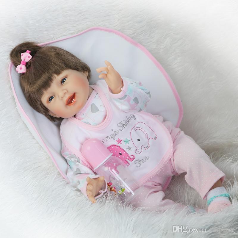 Bambole neonati rinato in silicone da 22 pollici Panno morbido Body Baby Alive Fashion Dolls Giocattoli ragazze Regali di Natale di compleanno Brinquedos