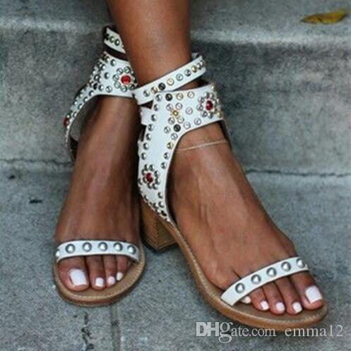 Celebridade Roma Vintage Bombas Sapatos Casuais Spike Studded Sandálias de Salto de Bloco De Madeira Rebite Cristal Do Dedo Do Pé Aberto Gladiador Sandálias Das Mulheres