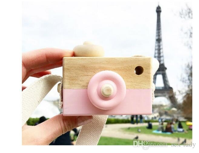 Mini Wooden Camera Toy Hanging on Neck Anti-Static and Natural Wood for Kids Baby Toddler Room Decoration