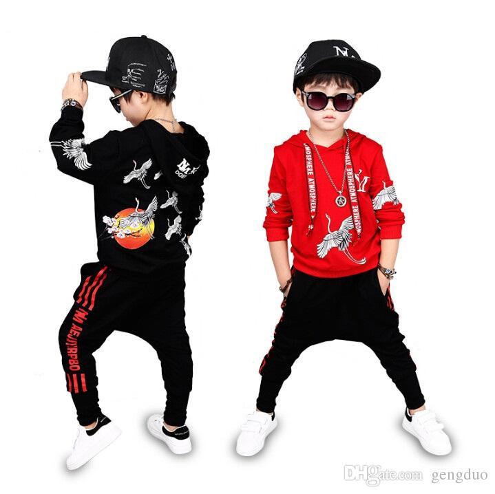 Compre Traje De Hip Hop Primavera Otoño Ropa Para Niños Conjunto Traje  Chicos Traje Deportivo De Manga Larga Sudaderas Con Capucha Para Niños +  Pantalones 2 ... 1feef27d4b6