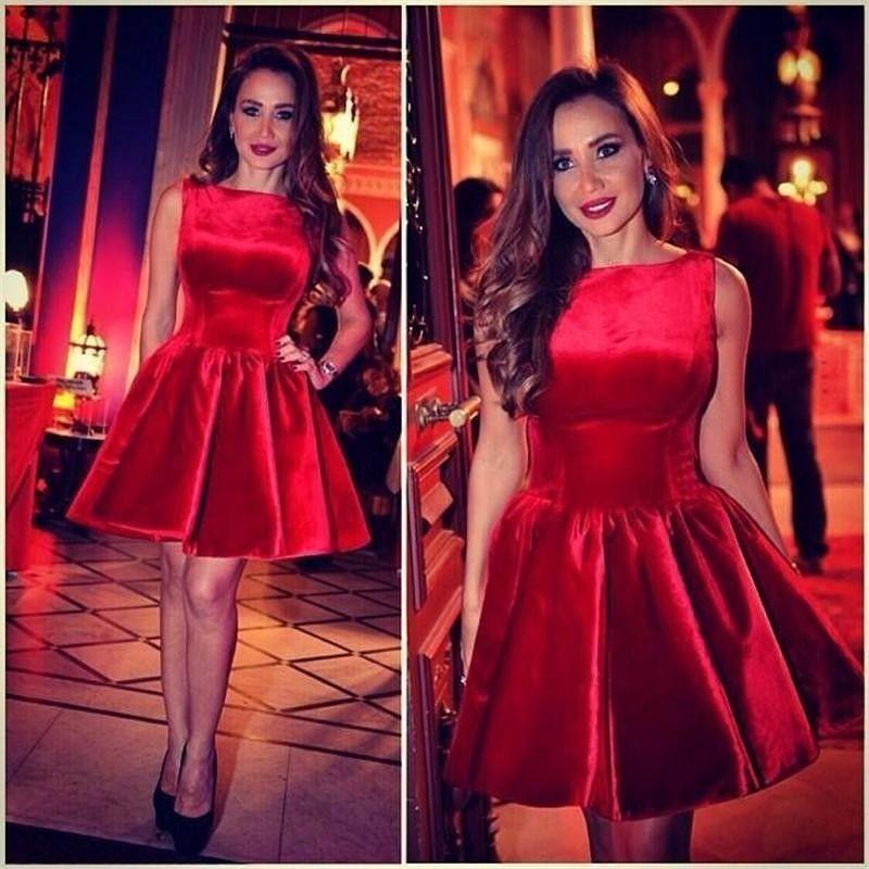 Yeni Tekne Boyun Kırmızı Mezuniyet Elbiseleri Sevimli Kadife Mini Kısa Fermuar Geri. Sınıf Mezuniyet Partisi Elbiseler Vestido De Fiesta