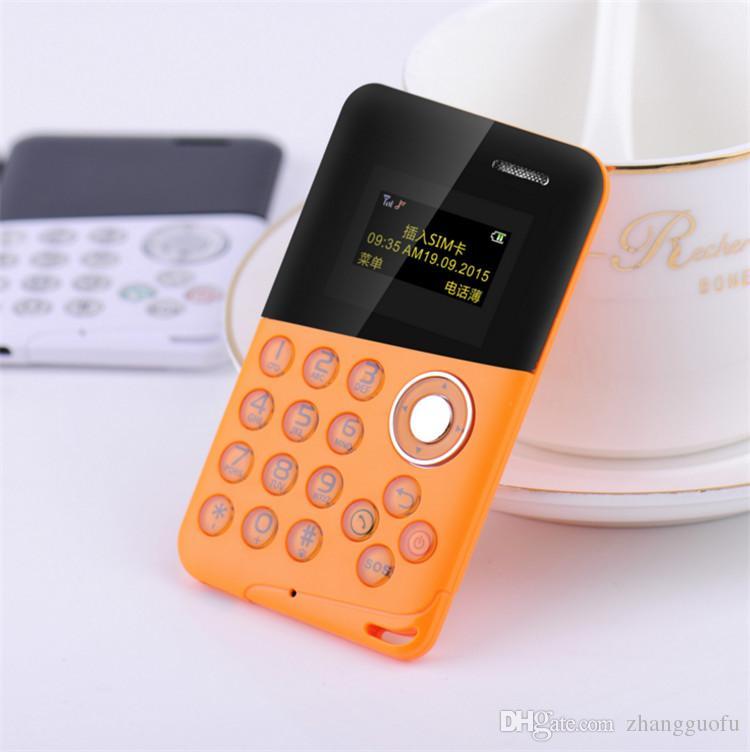 100% originale Mini Card Phone AEKU M8 Schermo a colori Micro SIM Quad Band Bassa radiazione Kids Pocket telefono cellulare con funzione di allarme SOS