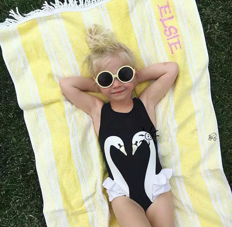 Prezzo a buon mercato set bambini costumi da bagno Ins Swan Bikini ragazze fenicotteri pappagallo costume da bagno increspato costume da bagno beachwear berretto con un pezzo bikini