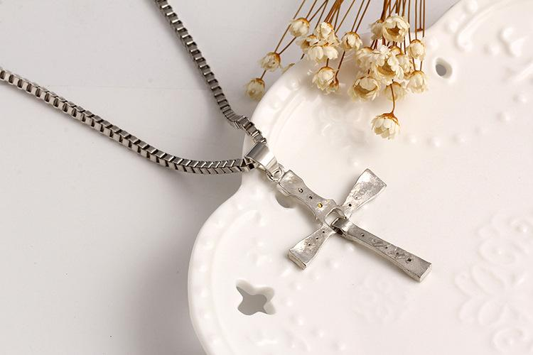 La collana Fast and Furious Dominic Toretto Cristallo bianco Strass crucifix Croce pendenti Collane le donne Gioielli di moda
