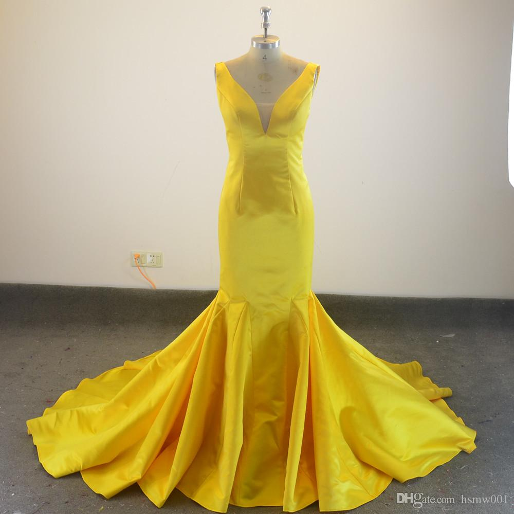 Nuovo stile Yellow nostro proprio progettista della piega del raso della sirena lunga con scollo a V da sera Prom Dresses Custom Made
