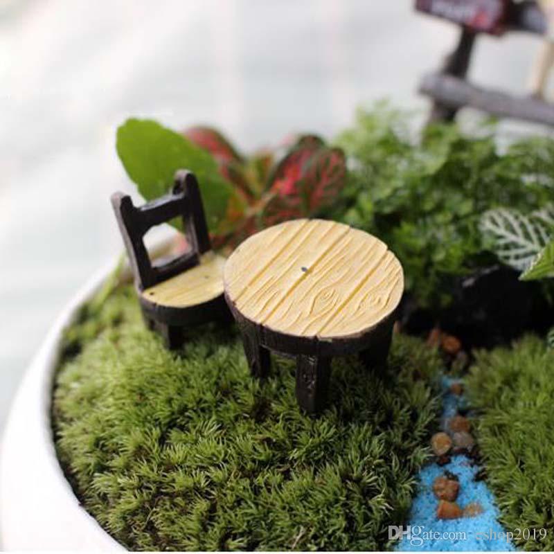 Novo bonito Mini cadeira de Mesa 1 conjunto = Miniaturas de Jardim de Fadas Artesanato Terrários Gnomos Estátua Casa De Bonecas Para Diy Acessórios de Decoração Para Casa