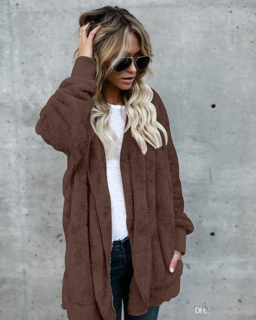 Fausse fourrure manteau à capuchon Femmes Mode Streetwear Deux Porter Side manteau d'hiver chaud Les femmes et le confort Pardessus