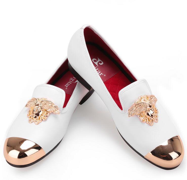Diseño de moda de Italia, cara brillante, hebilla y punta de metal dorada. Hombres, zapatos de cuero genuino. Pisos casuales. Hombres.