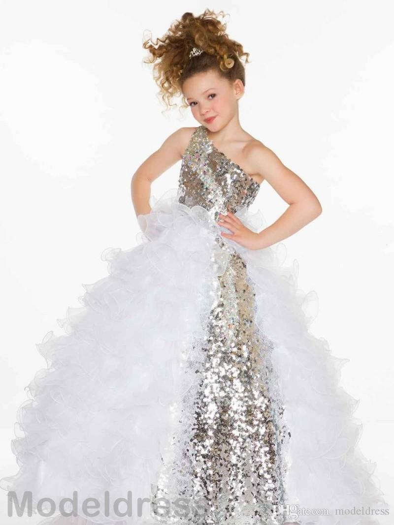 2017 bescheidenen Mädchen Festzug Kleider Eine Schulter Fushia Weiß Pailletten Ballkleid Rüschen Silber Fuchsia Blume Mädchen Kleider Formal Wear Kleid