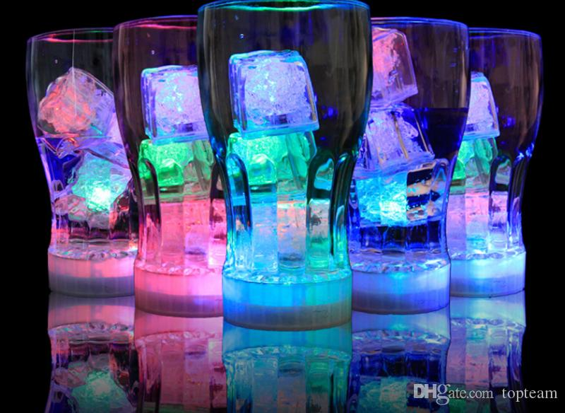 높은 품질 플래시 아이스 큐브 물 활성화 플래시 Led 빛 파티 음료 막대 크리스마스에 대 한 자동으로 물 음료 플래시 넣어