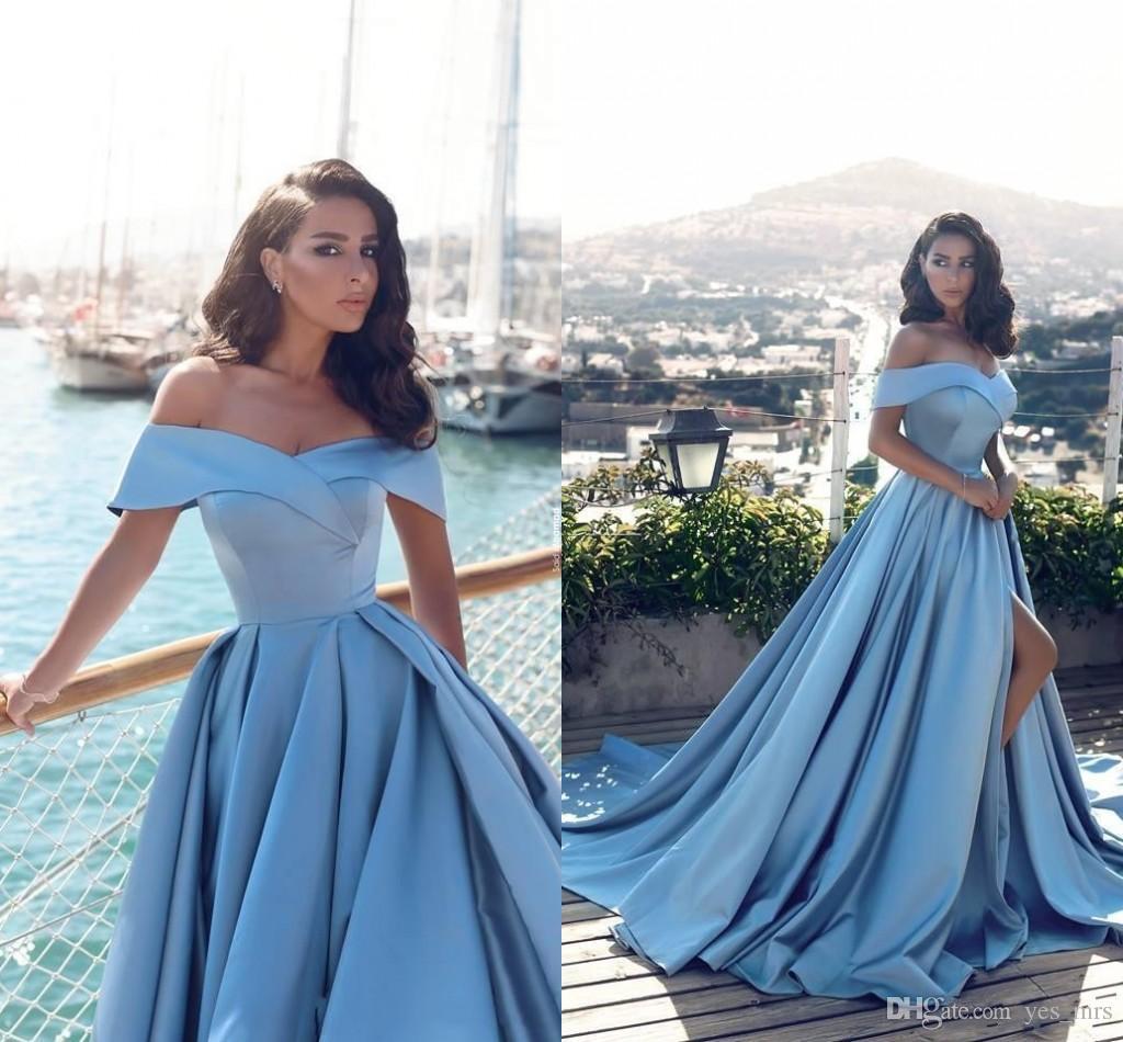 a4b26e42067c Vestidos De Festa 2018 New Sexy Sky Blue A Linha Fora Do Ombro Vestido De  Noite Side Dividir Prom Vestidos De Cetim Vestido Longo Ocasião Especial  Vestidos ...