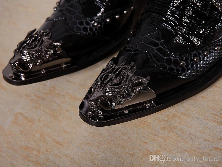 2017 Western Style Herren Schuhe Hochhackige Lederstiefel Nightclubs Herrenhalbstiefel mit Metall und Schnallen Dekoration
