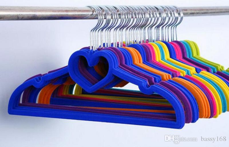 33cm Children Closet Velvet Hangers Love Heart Non-slip Thin Magic Flocking Space Save Storage Racks for Baby Kids Pets