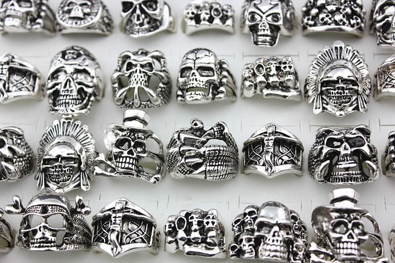 Hot sale Gótico Crânio Esculpido Grandes Anéis de Motociclista dos homens Anti-Prata Retro Do Punk Anéis Para Homens s Moda Jóias em Massa por atacado
