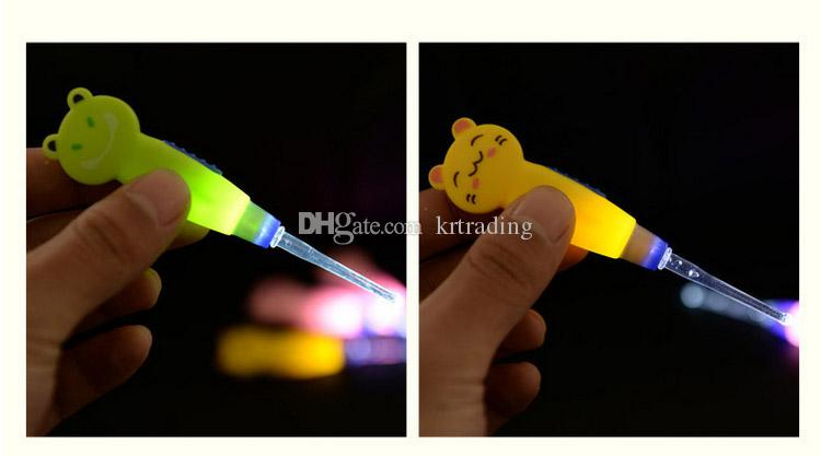 Kids Cartoon safe LED Lighting EarPick Earwax Curette Remover Tool ear cleaner spoon flashlight fish cartoon animal cat pig frog style