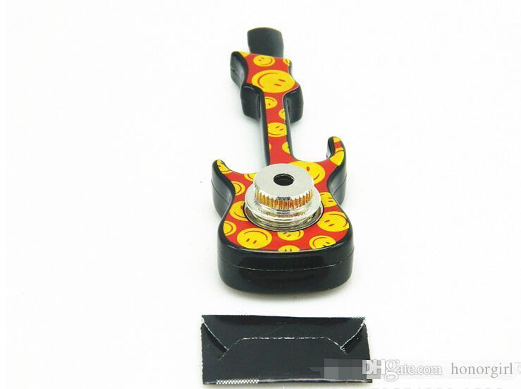 Guitarra para violín en forma de pipa de metal para fumar Jamaica Reggae Tubos de cigarrillos de tabaco de mano con cubierta Accesorios de malla de múltiples colores