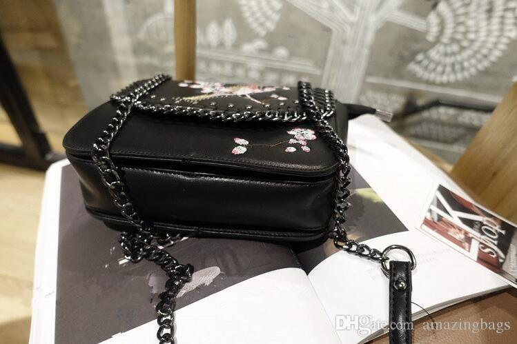 2017 New women fashion leather handbag summer bag Retro style Cross body Bag Single shoulder bag embroidery bird