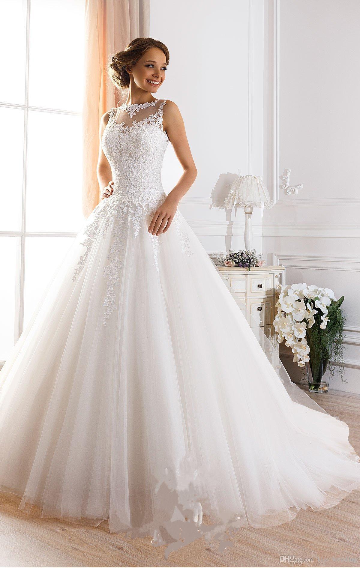 Großhandel Illusion Zurück Sexy Brautkleider Stehkragen Ärmelloses  Brautkleid Für Braut Bedeckte Knöpfe Spitze Hochzeitskleid Appliqued Von