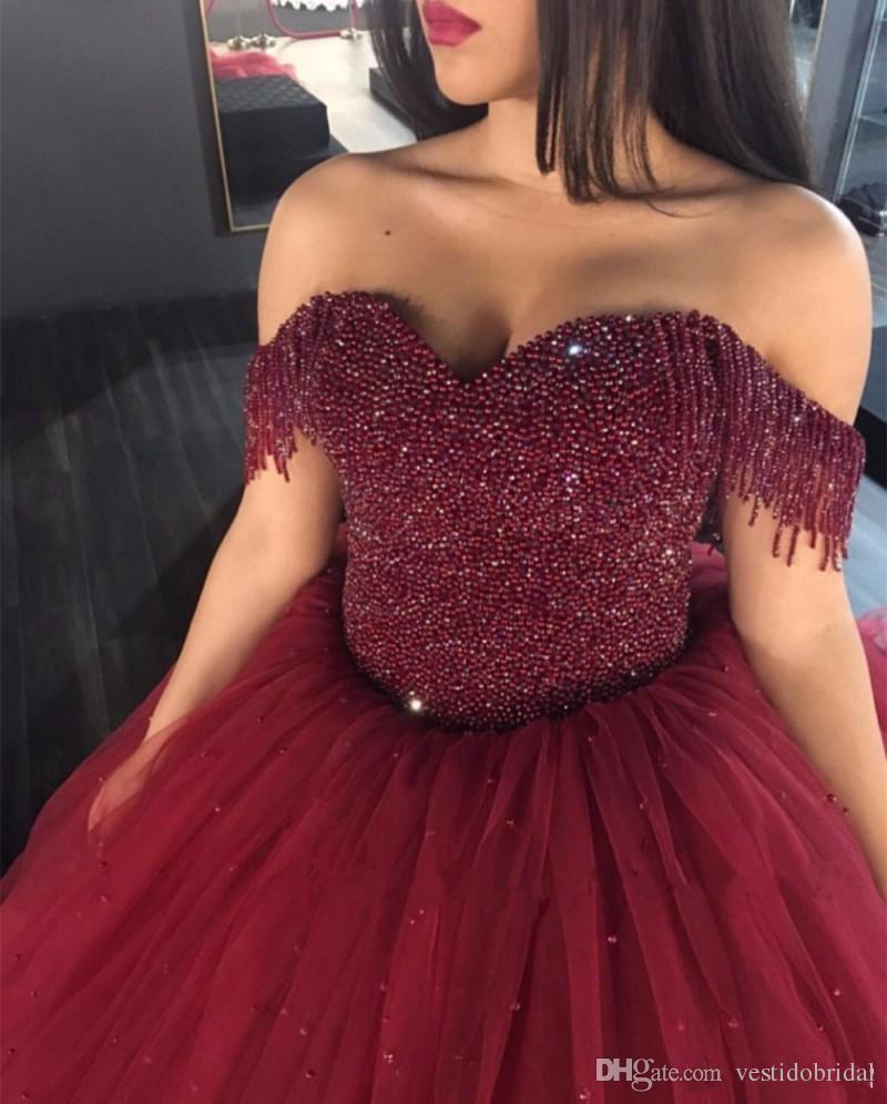 Luksusowy Burgundia Zroszony Tanie Quinceanera Suknia 2017 V Neck Cap Sleeve Frezowanie Tulle Spódnica Suknia Balowa Słodkie 16 Sukienki do ukończenia studiów