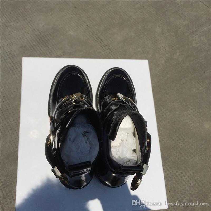 Blogger Favorito Negro Recortado Mujer Botas de moto Zapatillas de montar Tacón bajo Cuero Estilo militar Hebilla Correa Tobillo Botas de moto Zapatos