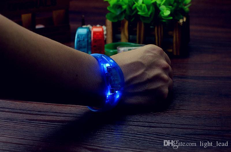 La musique a activé le contrôle sonore Led clignotant Bracelet Light Up Bracelet Bracelet Party Club Bravo Lumineux Anneau Main Glow Stick Night Light