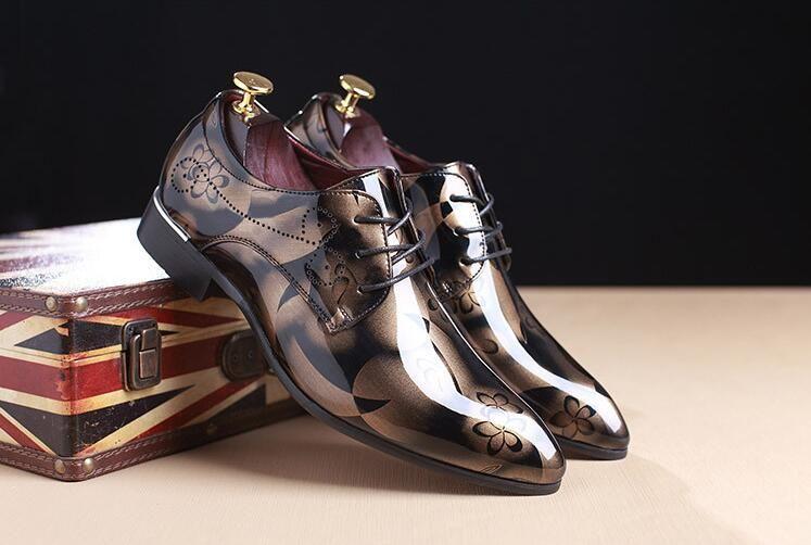 63e9aaa4cd4c2 Mann-Kleid-Schuhart und weise italienische Luxuxbeiläufige Mens-Schuhe  echtes Leder schwarze Brownwölbungsentwurfswohnungen für Männer ...