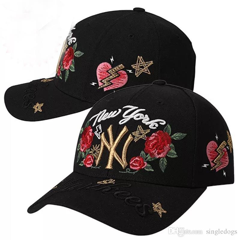 Compre Blanco Y Negro Hiphop Flor Color De Rosa Béisbol Manual Sombreros  Para Hombres Gorra De Béisbol Snapback Sombrero De Sol Plano Amantes De Los  ... efecb001f56