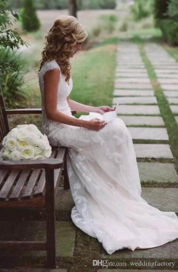 Vintage Lace Backless Vestidos de boda Casera Mangas V Applique Aplique Shaath Vestido de novia Vestidos de novia con botones cubiertos